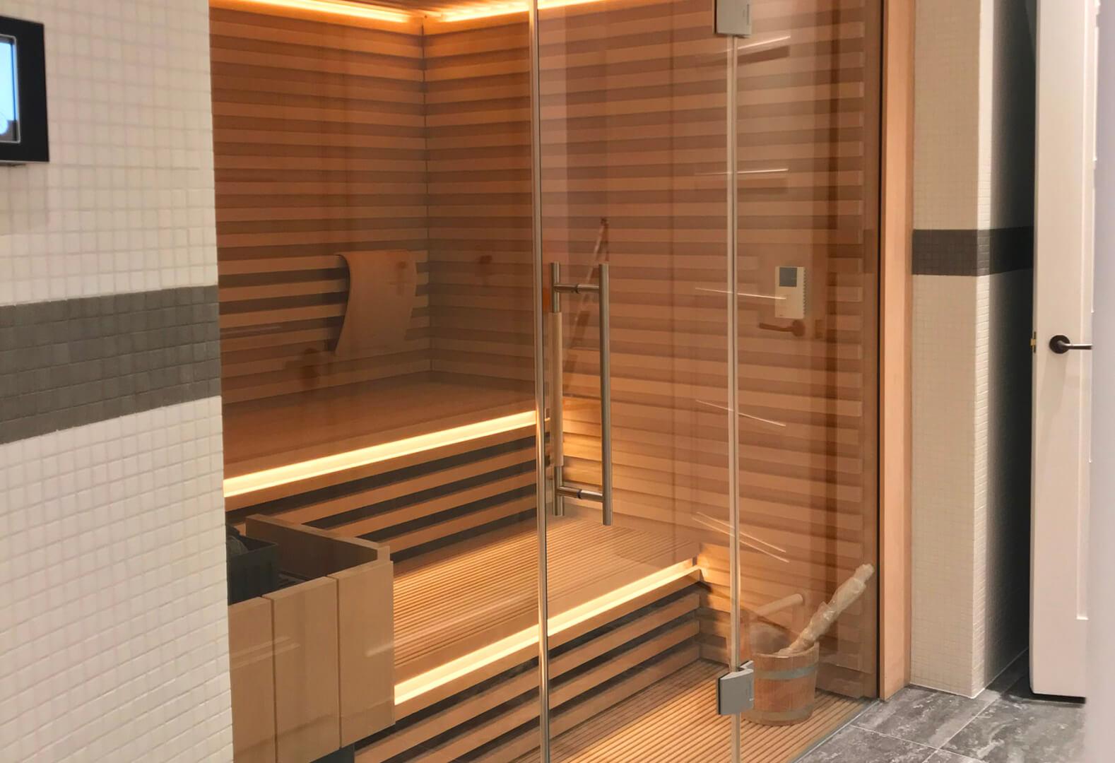 Beautiful KLAFS sauna area and indoor pool for London home