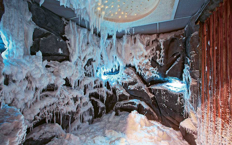 Snow cabin from KLAFS at Guncast